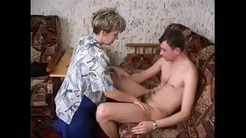 Секс с пьяной русской соседской девкой в чулках на