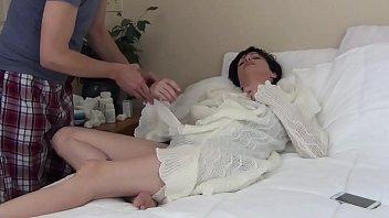 Спяшая мамаша порно видео