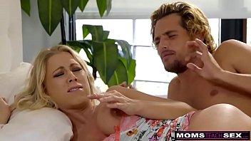 Разбудил трахнул секс мачеху