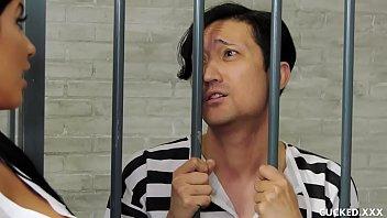 Порно сайты охраники тюрмы